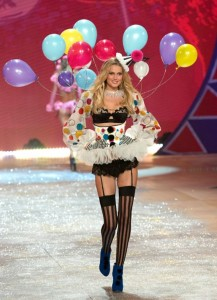 ¡A Victoria's Secret le gustan los globos publicitarios y