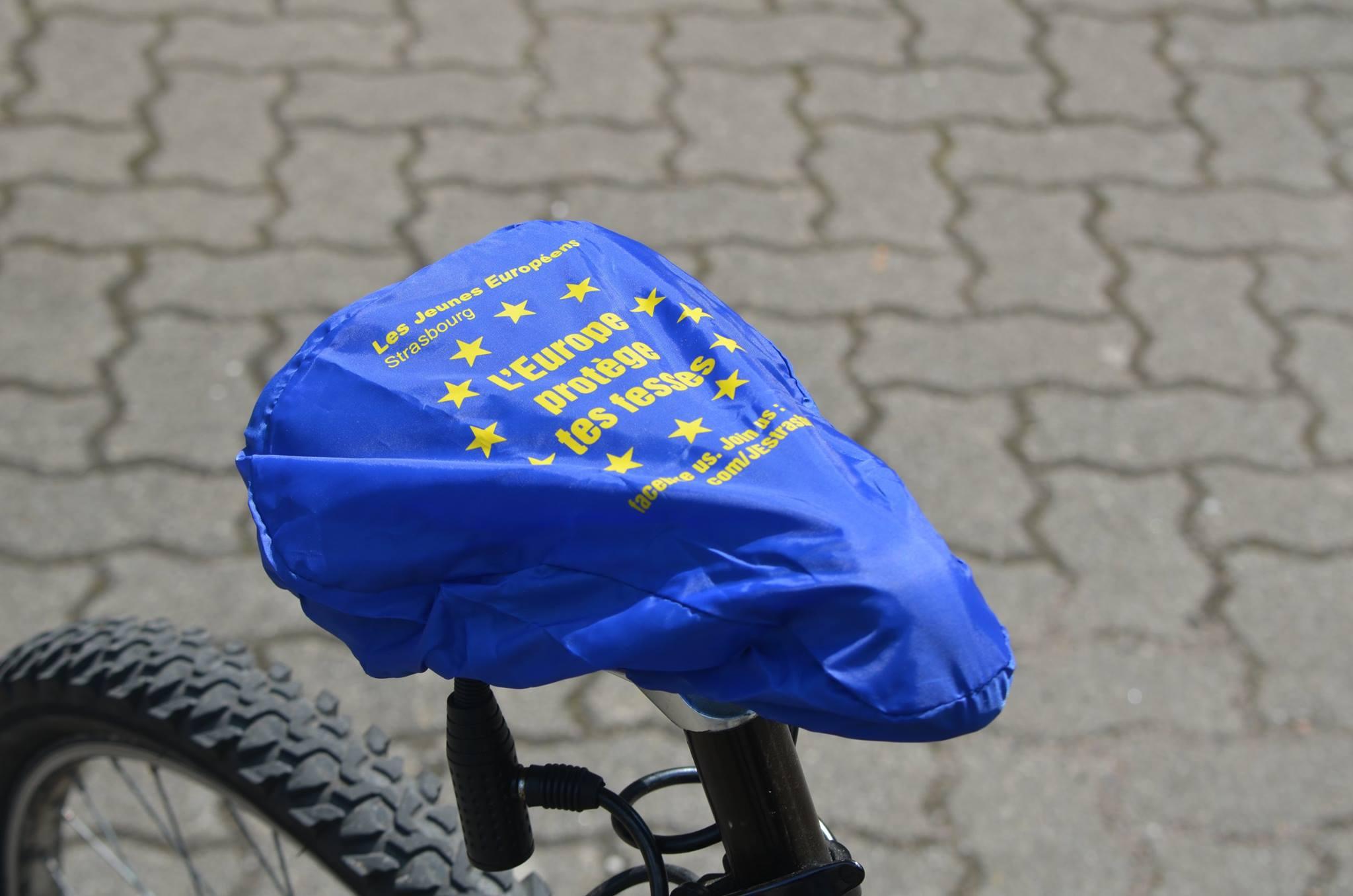 """""""Europa protege tus nalgas"""" con las fundas personalizadas para"""